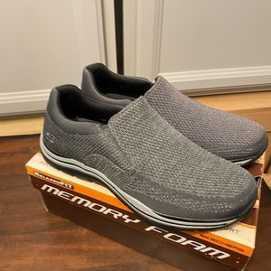 NWT Skechers Gomel relaxed fit never worn